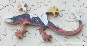 lizard wood jigsaw puzzle piece